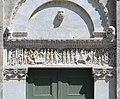 Biduino, portale centrale della pieve dei Santi Ippolito e Cassiano (San Casciano di Cascina) 1180, 04.jpg