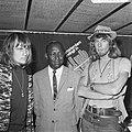 Bijeenkomst van Cuby and the Blizzards. Harry Muskee (links), Eddy Boyd (midden), Bestanddeelnr 921-4515.jpg
