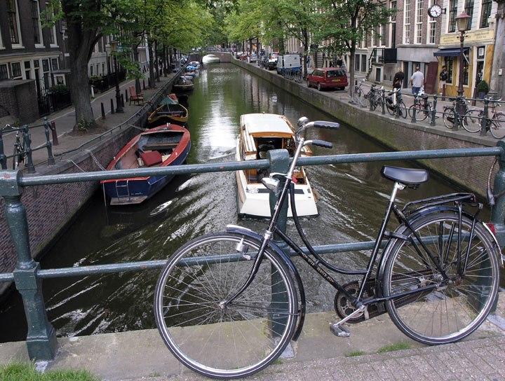 BikesInAmsterdam 2004 SeanMcClean