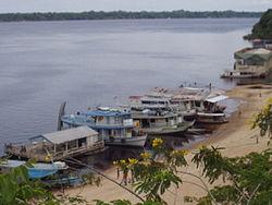 Лодки у реки амазонка