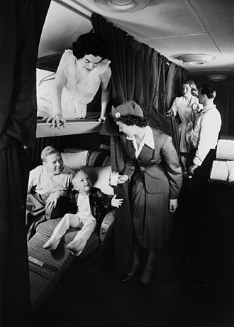 Boeing 377 Stratocruiser - Berths and seating aboard a 377