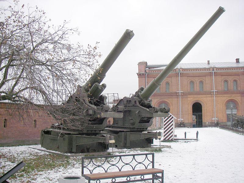 Cañones soviéticos de la Segunda Guerra Mundial 800px-Br-17_and_br-18
