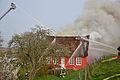 Brennendes Reetdachhaus 02.jpg
