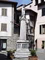 Brugnato-piazza De Gasperi-monumento Madonnina.jpg