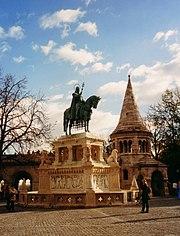 pomník krále Štěpána před Rybářskou baštou