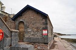 Building on the sea wall near Dawlish (7237).jpg