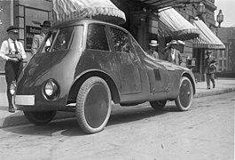 Bundesarchiv Bild 102-09892, Berlin, Strom-Linien-Limousine.jpg