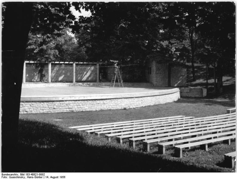 File:Bundesarchiv Bild 183-40821-0002, Berlin, Pankow, Heide-Theater, Bühne.jpg