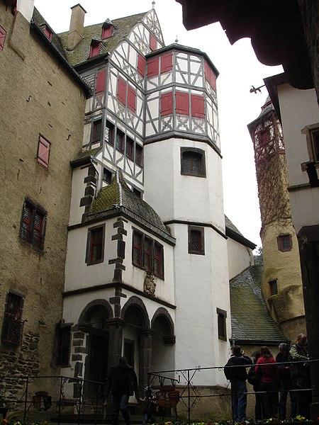 File:Burg Eltz 6.JPG