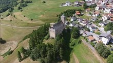 Datei:Burg Riom, aerial video.webm