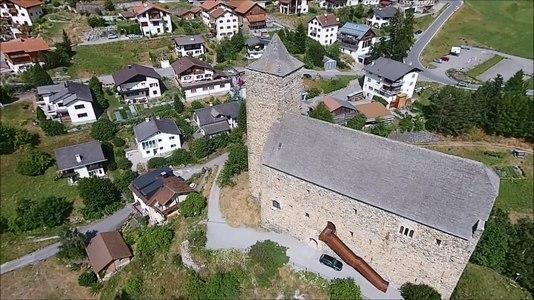 File:Burg Riom, aerial video.webm