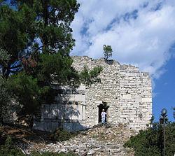 Reste der venezianisch-genuesischen Burg auf der Akropolis von Limena