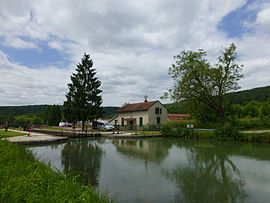 The Saint-Rémy lock on the Bourgogne Canal