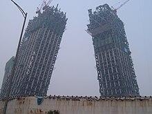 برج CCTV در چین بصورت مورب و با راویه غیر قائم در حال تکمیل است.