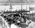 COLLECTIE TROPENMUSEUM In december 1946 werd ter realisering van het overleg te Malino de conferentie te Den Pasar belegd. Hieruit vloeide voort de stichting van de staat Oost-Indonesië TMnr 10000221.jpg