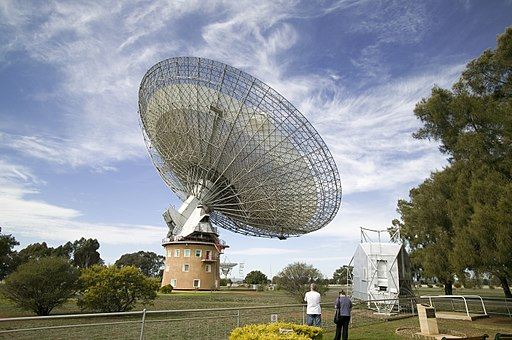 CSIRO ScienceImage 3987 The view of the CSIRO Parkes radio telescope from the visitors centre and dish cafe