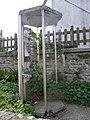 Cabine téléphonique abandonnée (Île-Molène).jpg