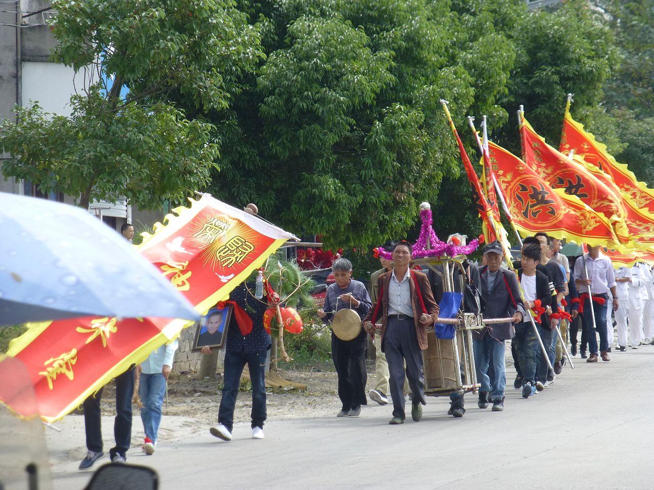Cangnan - Longgang - P1210227 - funeral procession.JPG