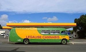I saw this bus in the main street of Kaitaia (...