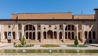 Tabātabāei House - Image: Casa histórica de Tabatabaeis, Kashan, Irán, 2016 09 19, DD 61