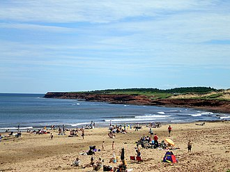 Cavendish Beach - Image: Cavendish beach with bluffs 06