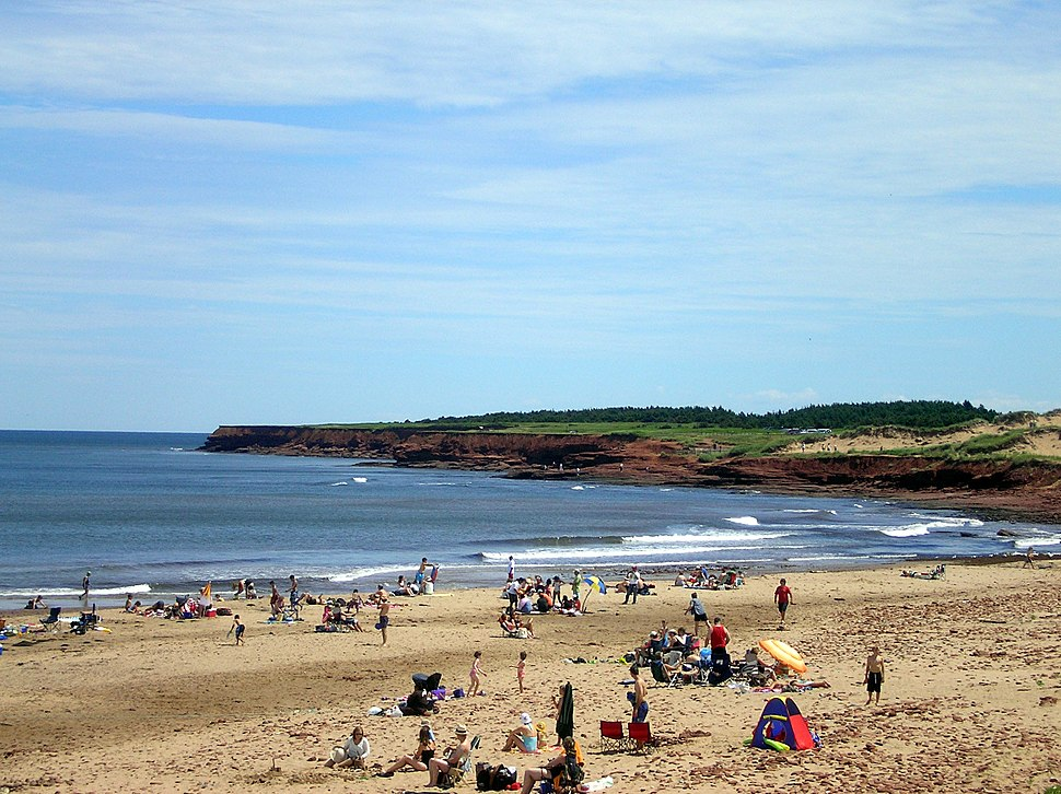 Cavendish beach with bluffs06