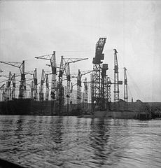 Cecil Beaton Photographs- Tyneside Shipyards, 1943 DB51.jpg