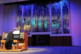 Central Concert Hall in Volgograd. Pipe organ 001.jpg