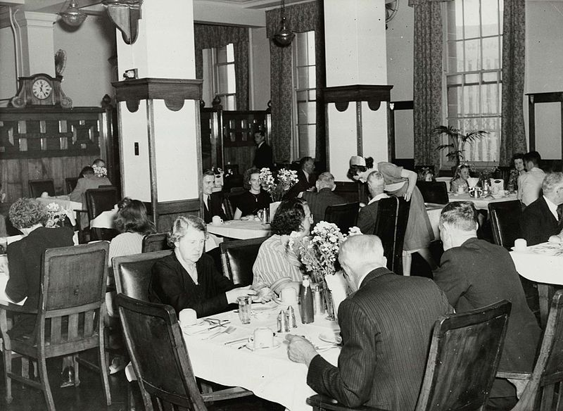 File central railway station refreshment room sydney for Q station dining room