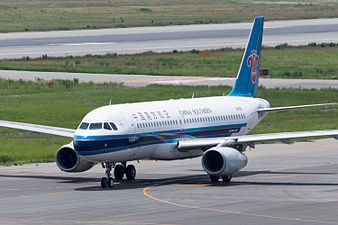 China Southern Airlines, A320-200, B-9912 (19165804378).jpg