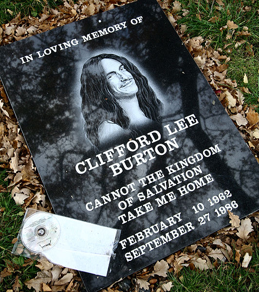 Ficheiro:Clifford Burton Memorial Stone At Crash Site.jpg