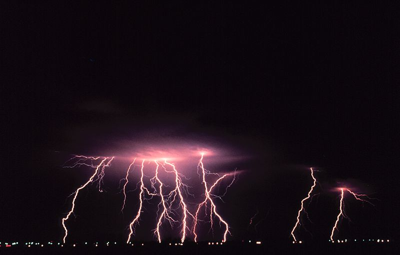 File:Cloud-to-ground lightning2 - NOAA.jpg
