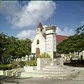 Collectie Nationaal Museum van Wereldculturen TM-20030082 Monument ter ere en herinnering aan het 50-jarige (1898-1948) regeringsjubileum van Koningin Wilhelmina Sint Eustatius Boy Lawson.jpg