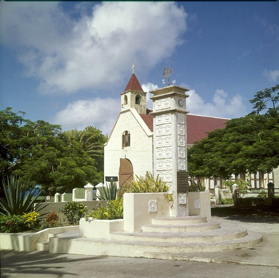 Collectie Nationaal Museum van Wereldculturen TM-20030082 Monument ter ere en herinnering aan het 50-jarige (1898-1948) regeringsjubileum van Koningin Wilhelmina Sint Eustatius Boy Lawson