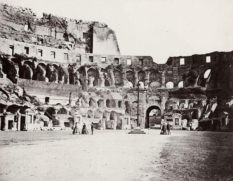 Photographies de Lieux Célèbres durant la Belle Epoque 774px-Colosseum_by_Altobelli_and_Molins_1860_%2801%29