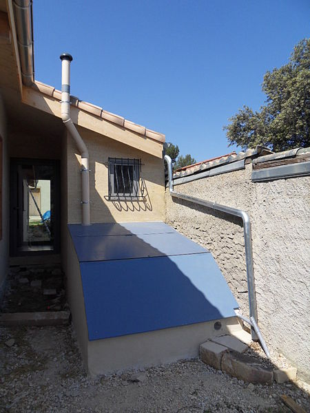 file composting unit the roof opens up ouverture par. Black Bedroom Furniture Sets. Home Design Ideas