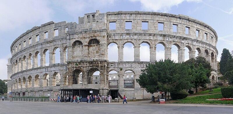 https://upload.wikimedia.org/wikipedia/commons/thumb/2/24/Croatia_Pula_Amphitheatre_2014-10-11_11-04-27.jpg/800px-Croatia_Pula_Amphitheatre_2014-10-11_11-04-27.jpg