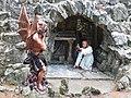 Crupet grotte Saint Antoine detail sculpture 12.JPG