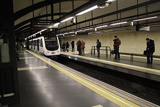 Line 2 (Madrid Metro) - Image: Cuatro Caminos line 2