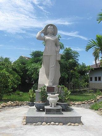 Đặng Thùy Trâm - Memorial statute to Đặng Thùy Trâm.