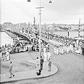 De koninklijke stoet op de Emmabrug in Willemstad, Bestanddeelnr 252-3609.jpg