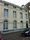 foto van Statig woonhuis van harmonische architectuur