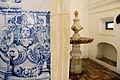 Detalhe de azulejo português e pia bastimal da capela do Convento de São Francisco em Olinda.JPG