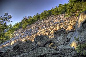 Baraboo Quartzite - Image: Devils Lake Boulders