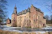 Doorwerth castle in full glory at a sunny Februari 2012 day with lots of ice - panoramio.jpg