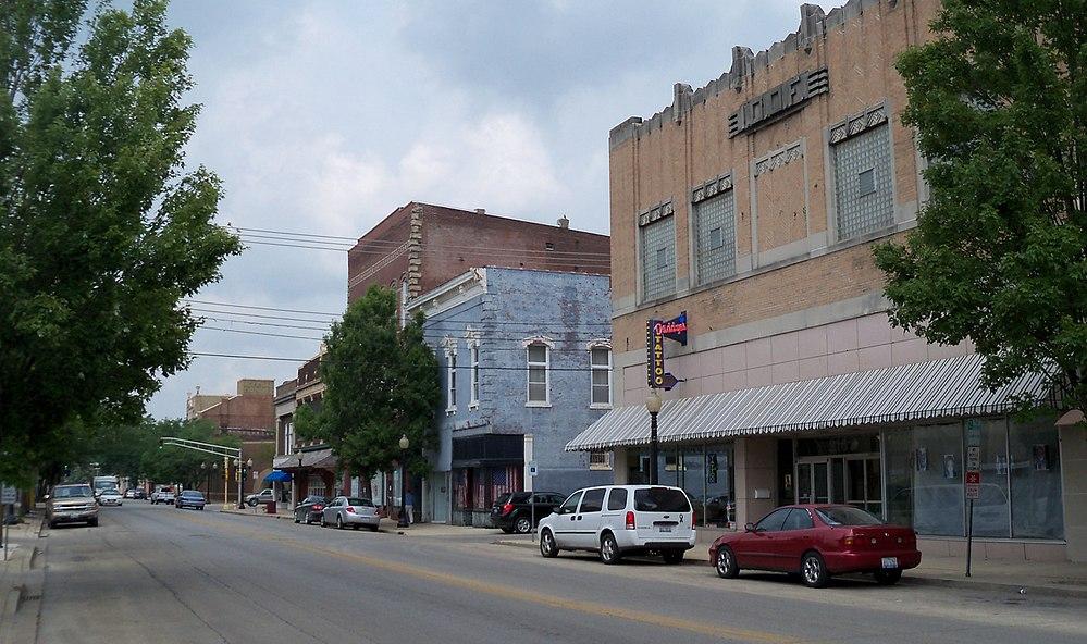 The population density of Centralia in Illinois is 591.46 people per square kilometer (1531.53 / sq mi)