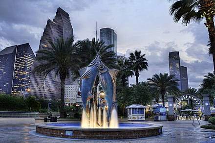 Fountain of the Downtown Aquarium, Houston, in 2012 Downtown Houston Aquarium in 2012.jpg