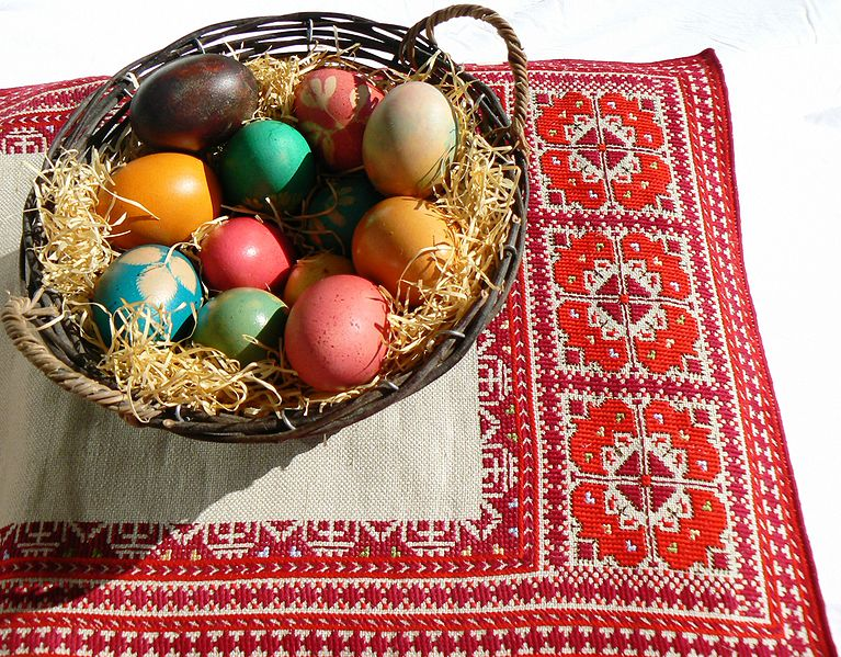 File:Easter-eggs-bg.JPG