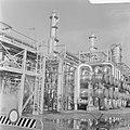Een gedeelte van de raffinaderij, Bestanddeelnr 921-7111.jpg