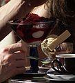Eisbecher mit Früchten gemischtes Eis Tasse Kaffee.JPG